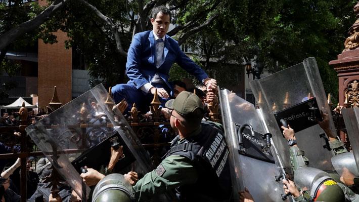 Chavismo elige nuevo presidente de la Asamblea Nacional en Venezuela: Guaidó no pudo entrar al ser retenido por la policía
