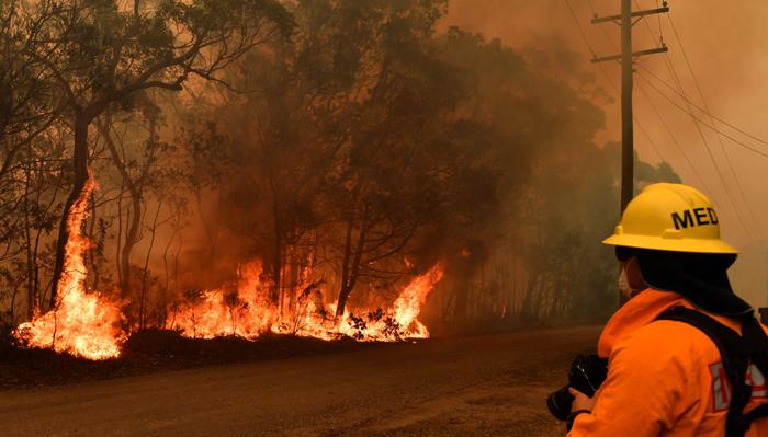 """Gobierno australiano dice estar dispuesto a pagar """"lo que sea necesario"""" para combatir los incendios"""