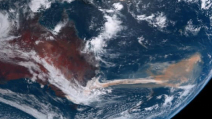 Incendios en Australia: Imágenes satelitales revelan que columna de humo se dirigiría a Chile