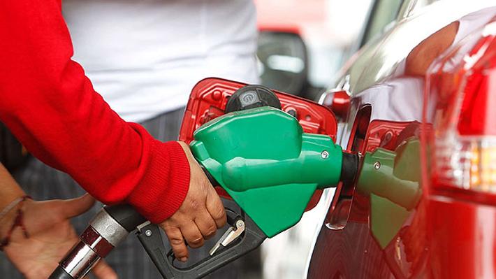 Expertos prevén fuerte alza en precio de combustibles en Chile producto de tensión entre Estados Unidos e Irán