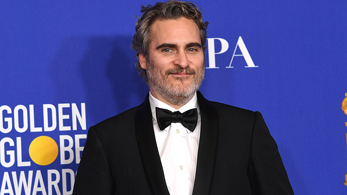 Joaquin Phoenix usará el mismo traje que vistió en los Globos de Oro en toda la temporada de premios para ayudar al planeta