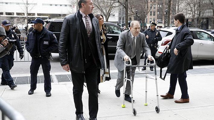 """Juez amenaza a Harvey Weinstein con encerrarlo por usar su celular durante juicio: """"¿Es así como quiere terminar?"""""""
