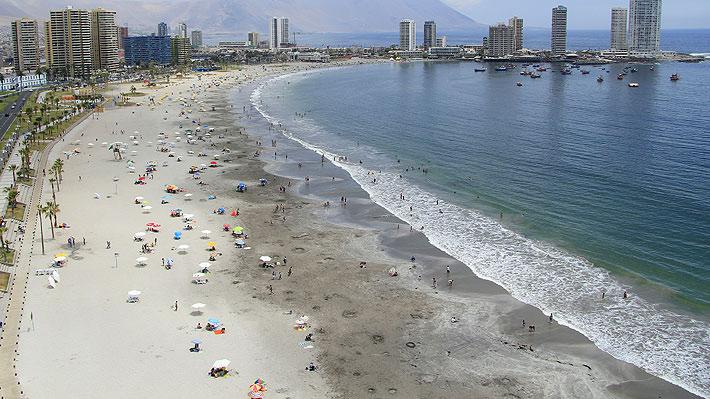 Iquique recibe habitual flujo de visitantes a pesar del estallido social, a diferencia de otros balnearios del país