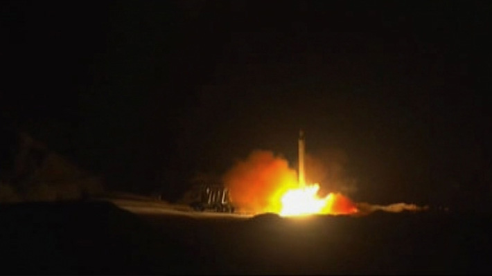 """Presidente de Irak pide que su país no se convierta en un """"campo de batalla"""" tras ataque iraní"""