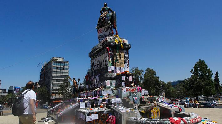 Se queda: Consejo de Monumentos decide mantener estatua del general Baquedano en Plaza Italia