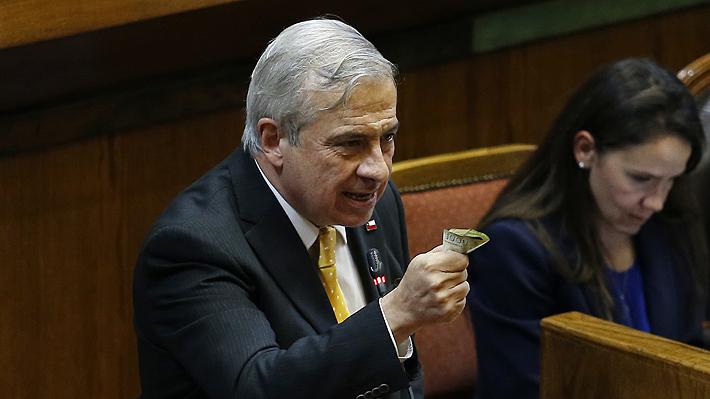 Crisis social, listas de esperas y llamado a reformar Fonasa marcan interpelación a ministro Mañalich