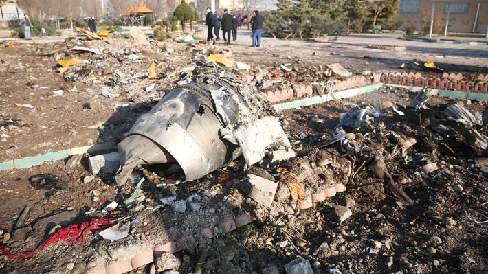 Primer informe del accidente aéreo de Irán señala que el piloto no alertó fallas antes de estrellarse