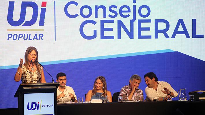 """UDI decide """"reincorporarse"""" a Chile Vamos y se adhiere formalmente al rechazo a la nueva Constitución"""