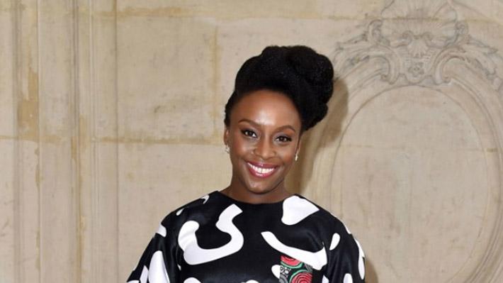 """Chimamanda Ngozi Adichie, una charla de identidad, feminismo y literatura: """"Todos compartimos el deseo de ser valorados"""""""