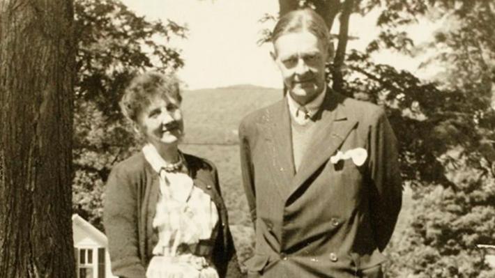 """Publicación de """"ardientes"""" cartas de amor enviadas por T.S. Eliot a Emily Hale aportan nuevos detalles de su misteriosa relación"""