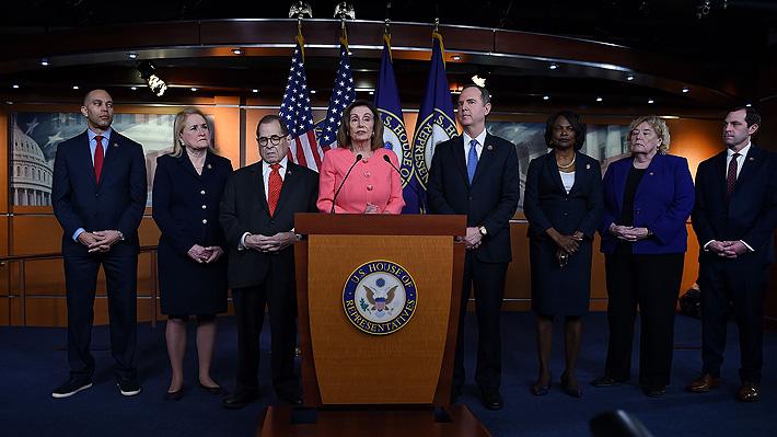 """Pelosi nombra a los siete congresistas que oficiarán de """"fiscales"""" en juicio a Trump en el Senado"""