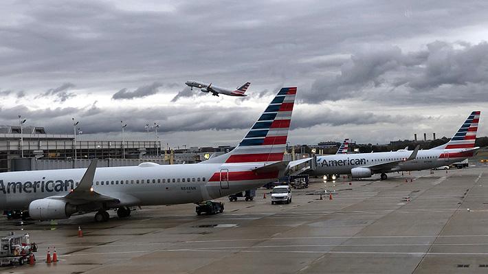 Joven demanda a aerolínea de EE.UU. alegando acoso de trabajador que habría sacado su número de su maleta
