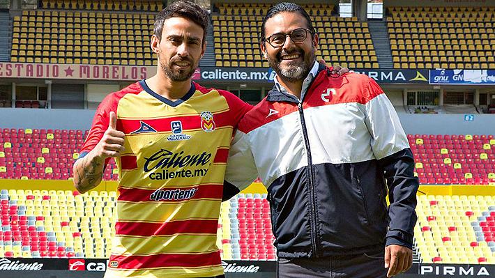Jorge Valdivia fue presentado en el Morelia de Guede y tuvo que responder a las primeras críticas