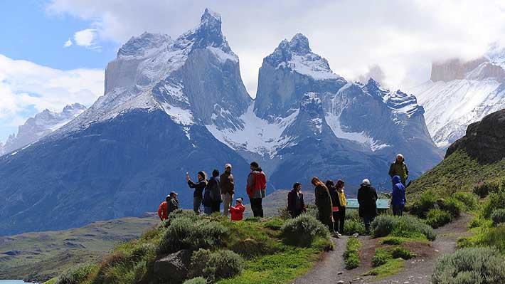 """Turista que rayó roca en Torres del Paine ofrece sus disculpas a """"todo Chile por el horrendo gesto"""""""