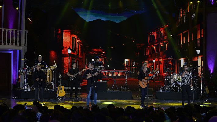 Los Nocheros se lucen con elegante show en el Festival de Olmué con clásicos que fueron coreados en El Patagual