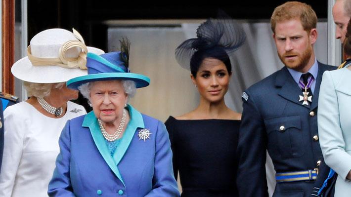 Realeza Británica oficializa que Harry y Meghan renuncian a sus títulos y no recibirán fondos públicos