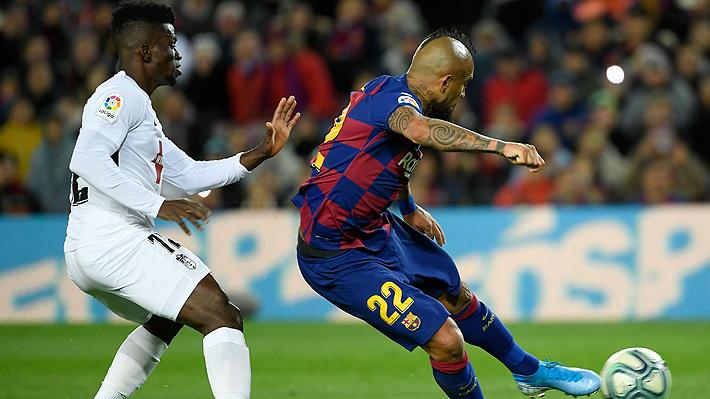 Mira la extraordinaria asistencia de taco de Vidal para que Messi anotara ante el Granada