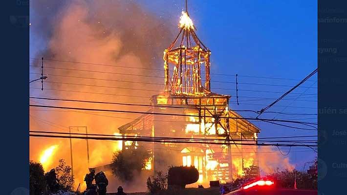 Violento incendio destruye totalmente la histórica iglesia San Francisco de Ancud