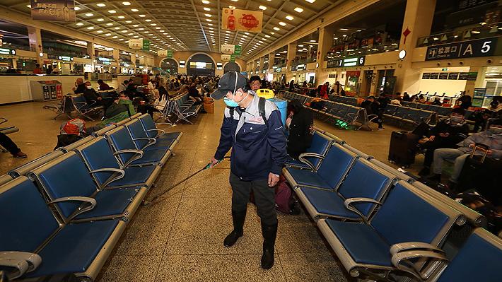 Autoridades chinas suspenden transporte público y cierran aeropuerto de Wuhan por brote de coronavirus