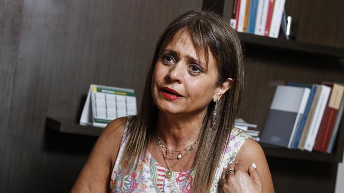 """Van Rysselberghe asegura que protagonista de altercado en aeropuerto participó en """"funa"""" en su contra ese mismo día"""