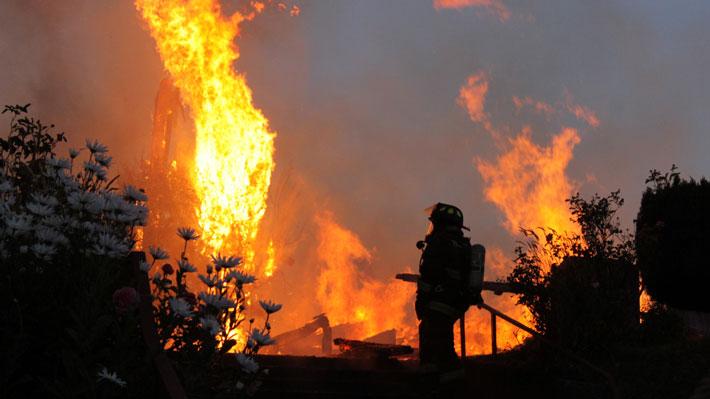 Interior se querella por incendio a Iglesia en Ancud y quema de bus en Maipú