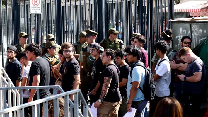 PSU: Protestas en sede de USS en Providencia genera retrasos y descartan suspensión de prueba en Valparaíso