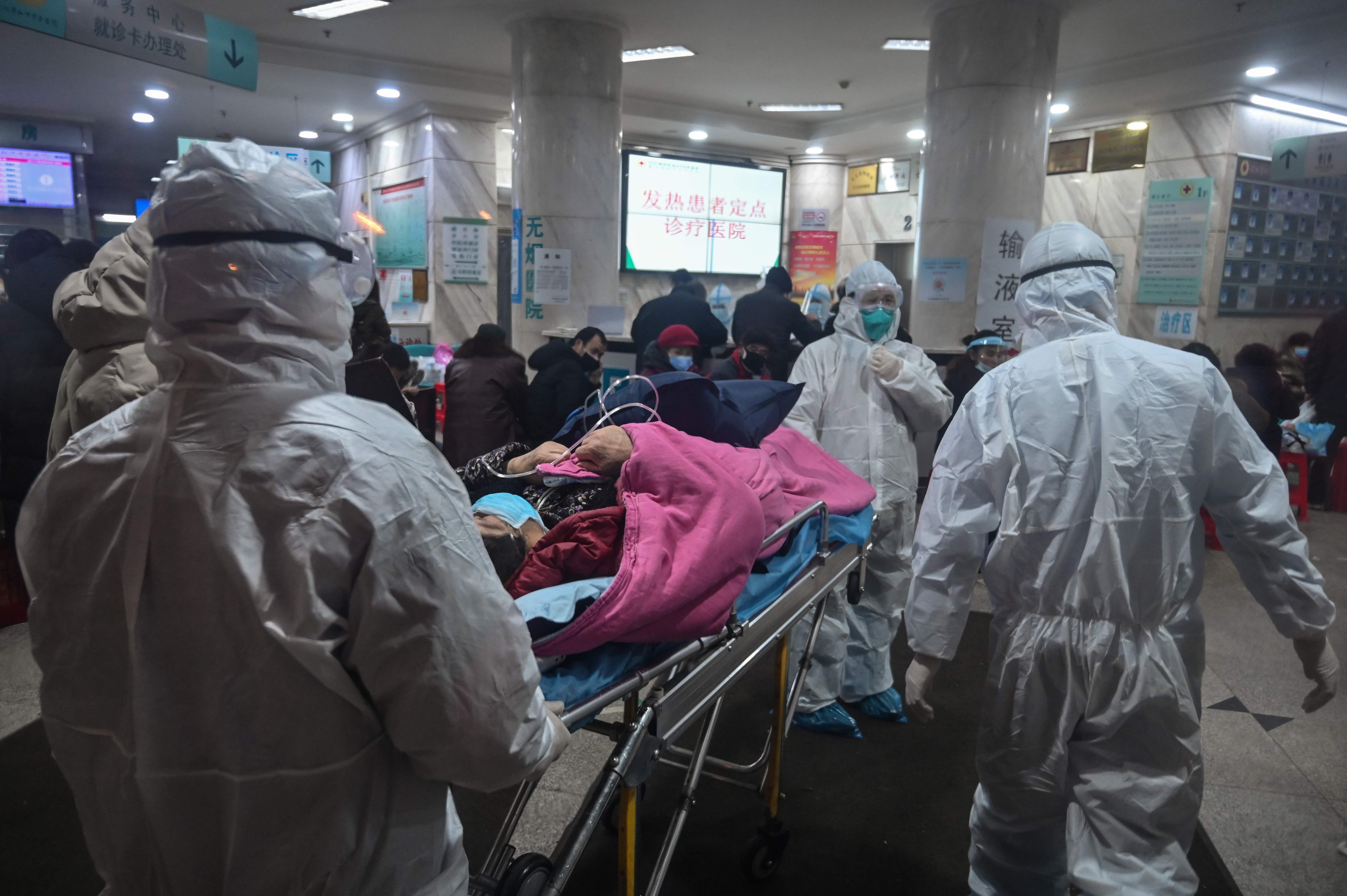 """""""Ángeles blancos"""", el personal sanitario arriesga sus vidas para atender a los infectados por el coronavirus en China"""