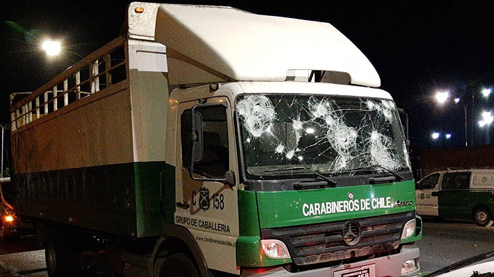 Hincha de Colo Colo muere tras ser atropellado por camión de Carabineros en cercanías del Estadio Monumental