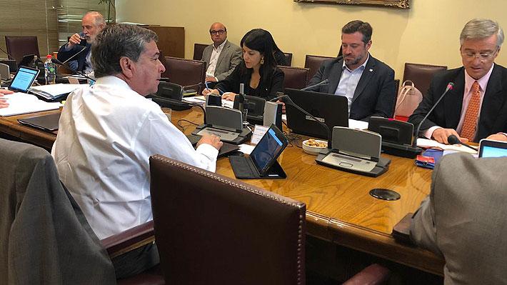 Comisión de Hacienda del Senado aprueba en particular proyecto de ingreso mínimo garantizado tras petición de Blumel