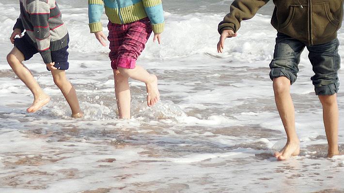 """""""Dejar que los niños se aburran en vacaciones"""": La recomendaciones que entrega una psicóloga para estas fechas"""
