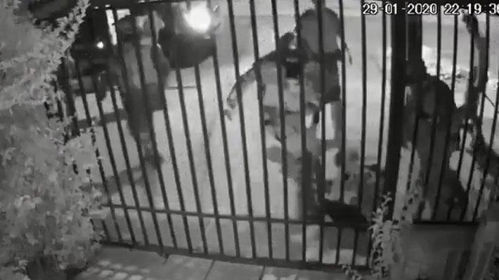 Dan de baja a dos oficiales y cinco carabineros por golpiza a joven en Puente Alto
