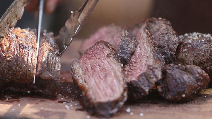 Nuevo estudio contradice investigación de 2019 y afirma que consumo de carnes rojas sí es perjudicial para la salud