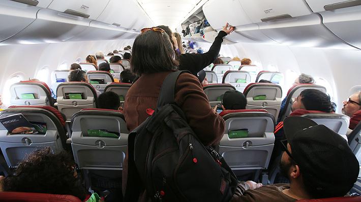 """Pareja de EE.UU. demanda a aerolínea después de ser expulsados de un vuelo por su """"fuerte olor corporal"""""""