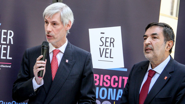Servel dice que votos con leyendas o señas gráficas serán válidos si tienen una preferencia clara marcada