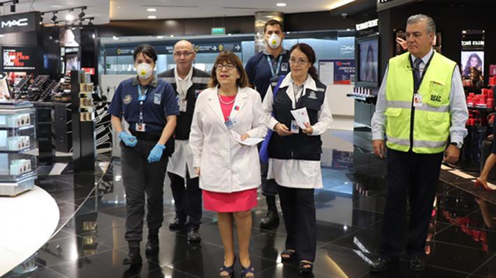Formulario, aislamiento y seguimiento: Gobierno activa protocolo en aeropuerto para prevenir coronavirus en Chile