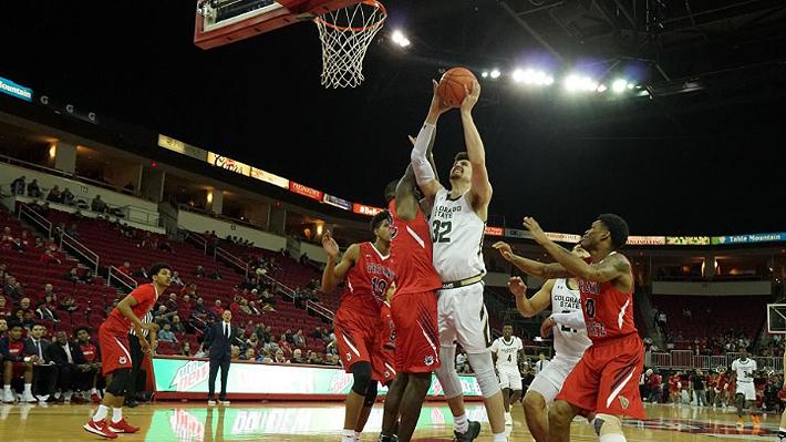 Chileno que sueña con llegar a la NBA superó marca de Shaquille O'Neal en el básquetbol universitario de EE.UU.