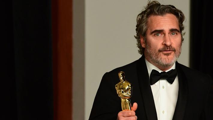 """El crítico discurso de Joaquin Phoenix en los Oscar: """"Creemos tener derecho a inseminar a una vaca y quitarle a su cría"""""""