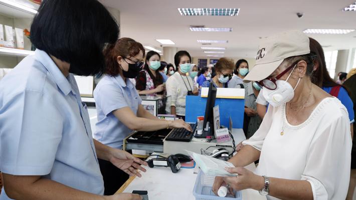 China continúa paralizada y reconoce la falta de material contra el coronavirus