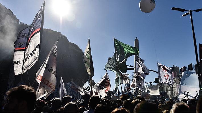 """""""No al pago de la deuda"""": Argentinos se manifiestan en la previa de la cita entre el Gobierno y el FMI"""