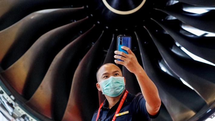 Entre aviones y mascarillas: Singapur celebra su feria de aviación en medio de emergencia por coronavirus
