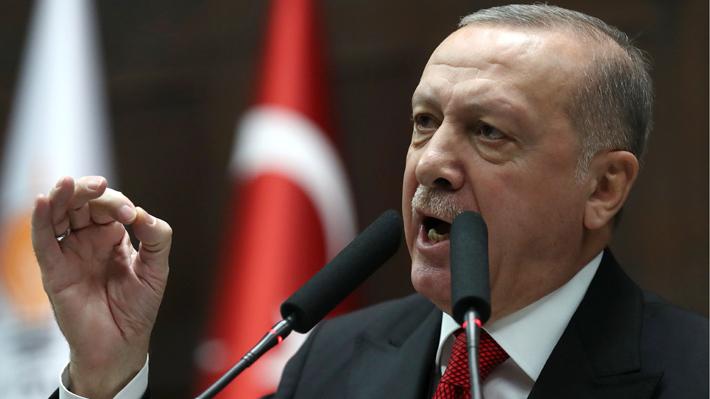 """Crece tensión entre Turquía y Rusia por conflicto sirio: Erdogan acusa a Moscú de perpetrar """"masacres"""" de civiles"""