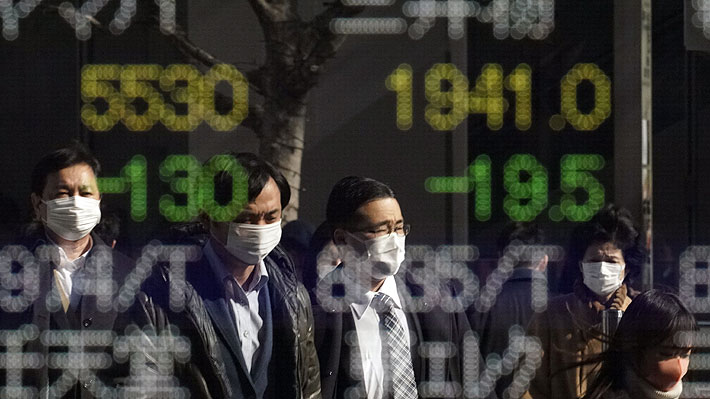 Bolsas del mundo retroceden luego de que se disparara cifra de contagiados por coronavirus tras cambio en recuento