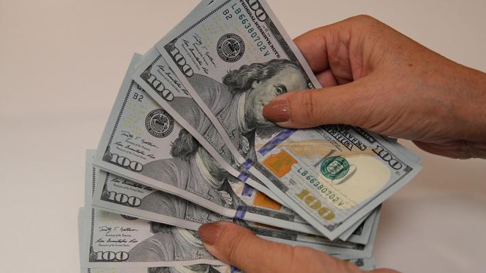 Dólar sube con fuerza este jueves luego del salto en la cifra de contagiados por coronavirus en China