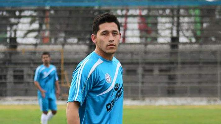 La historia de perseverancia de Orlando Santis, el futbolista que hace 2 años no encuentra club y trabaja en la feria por la madrugada