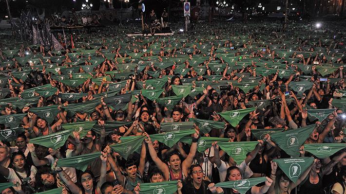 Miles de personas marcharon frente al Congreso argentino para iniciar una nueva campaña en favor del aborto