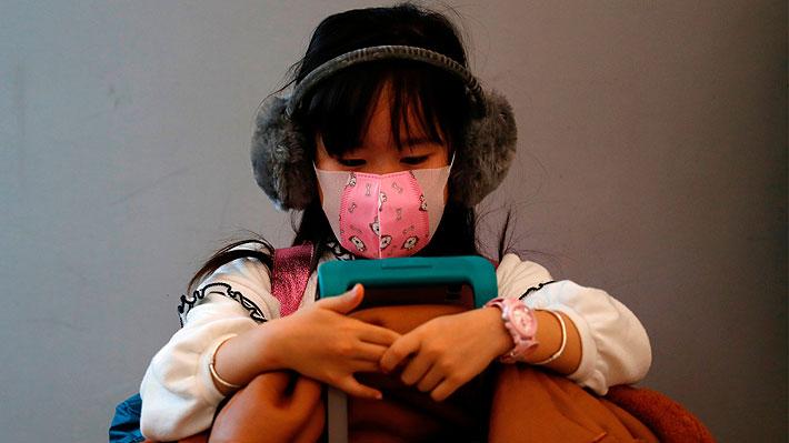 Clases por internet y nostalgia por sus amigos: Cómo dos niños chilenos viven el encierro debido al coronavirus en China