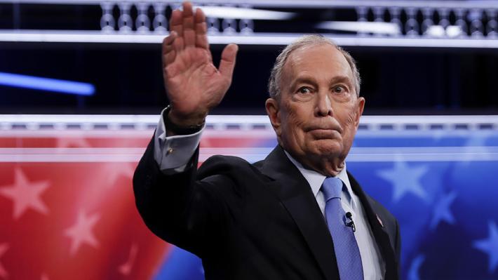 """La disruptiva campaña de Michael Bloomberg en EE.UU.: Millonaria y con """"influencers"""" contratados"""