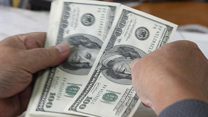Dólar sigue con imparable alza en Chile y se cotiza sobre los $810