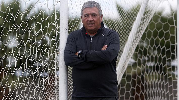 La historia de Luis Marcoleta, el DT que tiene el récord de siete ascensos en Chile y que aplica conceptos del básquetbol