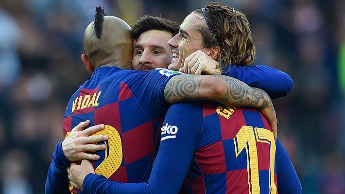 Vidal jugó en inédita posición y le anularon un tanto en un show del Barcelona y Messi que anotó un póker de goles